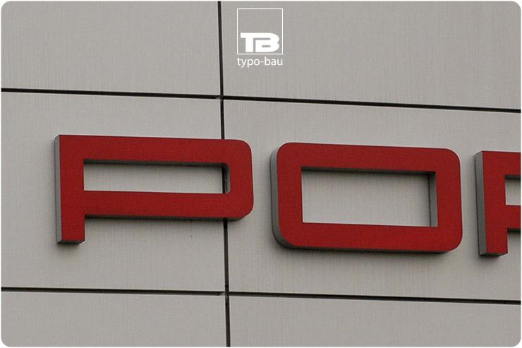 Leuchtbuchstaben ausgeführt im Profil 5s, montiert auf Fassadenkassetten.