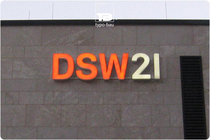 Leuchtbuchstaben ausgeführt im Profil 5s, vormontiert auf einer Unterkonstruktion.