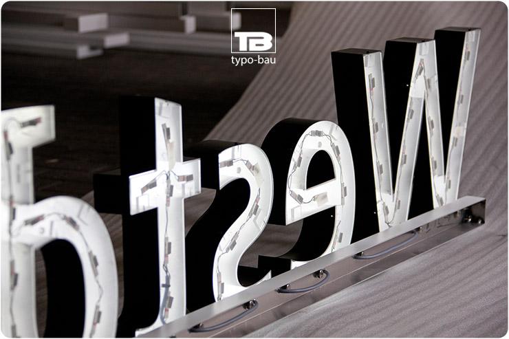Indirekt leuchtende Rückseite der Leuchtbuchstaben ausgeführt im Profil 3.