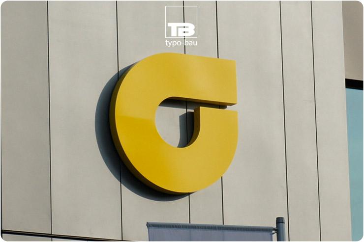 Logo ausgeführt im Profil 01, direkt montiert ohne Unterkonstruktion.